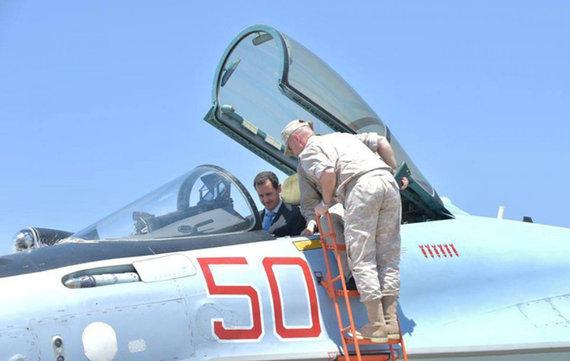 """""""Reuters""""/""""Scanpix"""" nuotr./Basharas al Assadas pernai birželį aplankė rusų karinę bazę Latakijoje"""