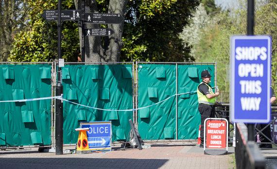 """""""Scanpix""""/""""PA Wire""""/""""Press Association Images"""" nuotr./Solsberio rajone, kur lankėsi apnuodyti Skripaliai, prasidėjo valymo operacija"""
