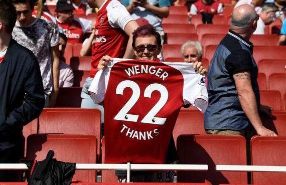 """""""Reuters""""/""""Scanpix"""" nuotr./""""Arsenal"""" gerbėjai atsisveikina su Arsene'u Wengeru"""