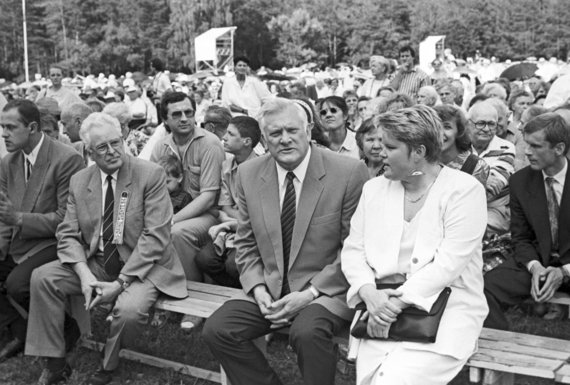 Foto de Scanpix / Presidente lituano Algirdas Brazauskas en el Festival de la Canción de 1994