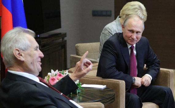 "AFP/""Scanpix"" nuotr./Milošas Zemanas ir Vladimiras Putinas Sočyje 2017 metų lapkritį"