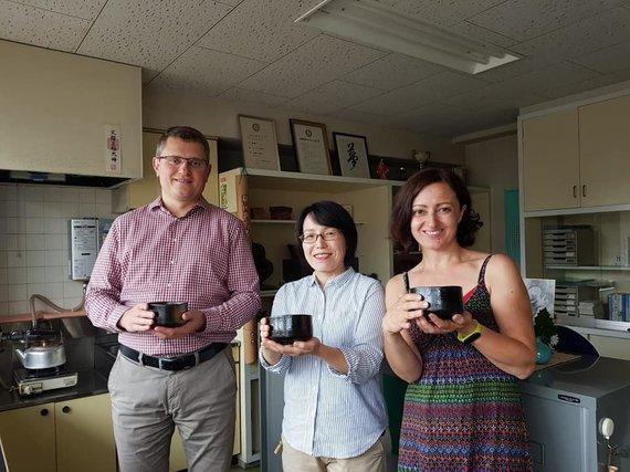 Asmeninio albumo nuotr./Anna su vyru pas arbatos gamintojus Japonijoje