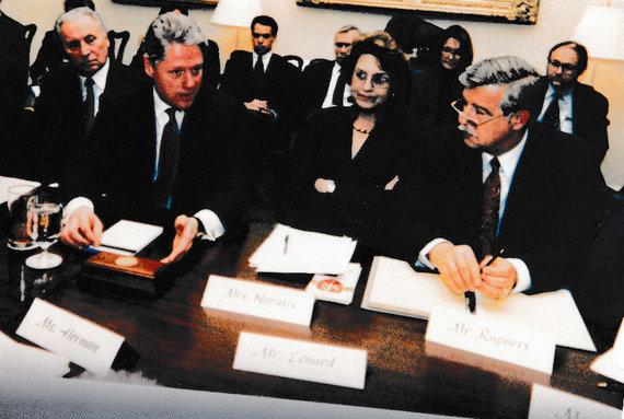 Asmeninio albumo nuotr./Konferencija su prezidentu Clintonu, 1996