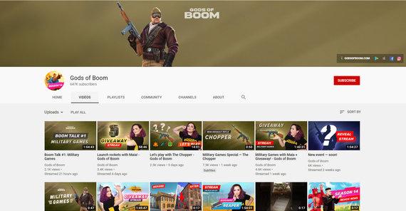 """""""Gods of Boom"""" Youtube paskyra papuošta naujausiu, lygiu logo, tačiau laidų vedėjai vis dar vilki senesnį."""