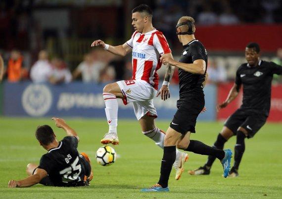 """""""Scanpix""""/""""SIPA"""" nuotr./N.Radonjičius ir kiti Belgrado """"Crvena zvezda"""" futbolininkai pirmajame Čempionų lygos atrankos etapą įveikė Jūrmalos komandą."""