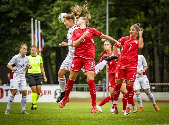lff.lt/Lietuvos moterų futbolo rinktinė nusileido Latvijai 0:2.