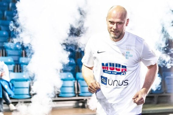 Remo Tonismagi/Postemees nuotr./Estų krepšinio legendos Martino Muurseppo pagerbimo rungtynėse – Saulius Štombergas.