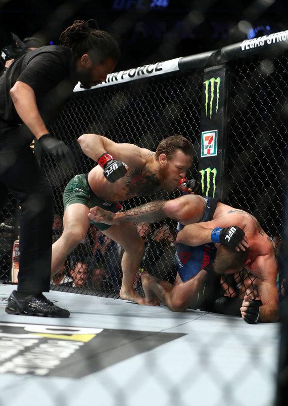 """""""Scanpix"""" nuotr./Conoras McGregoras įveikė Donaldą Cerrone'ą per UFC kovą Las Vegase."""
