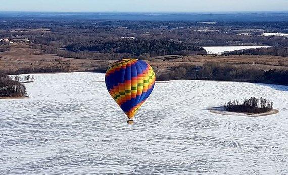 Asmeninio albumo nuotr./Žiemą oreiviai gali skristi bet kada, vasarą turi vengti skrydžių dienos metu.
