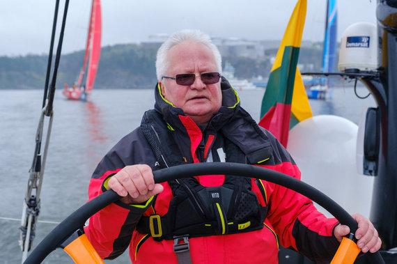 Eduardo Bareikos nuotr./Jachtos Stokholmo archipelage. Lietuvos ambasadorius Švedijoje Giedrius Čekuolis (kairėje).