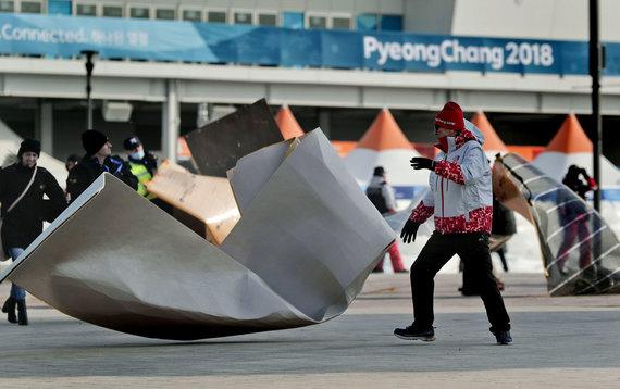 """""""Scanpix""""/AP nuotr./Vėjas ėmė siausti trečiadienio vakarą Pjongčange."""