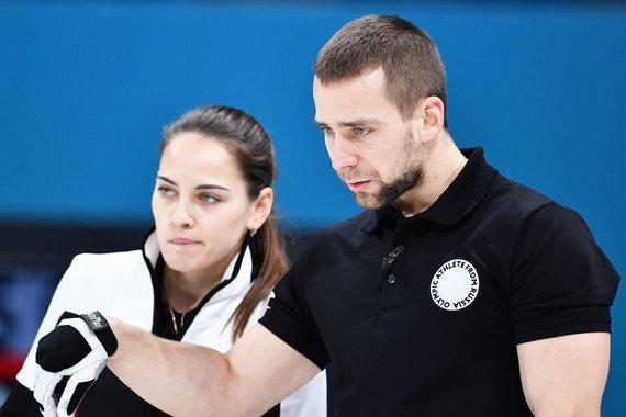 """""""Scanpix"""" nuotr./A.Krušelnickis įtariamas meldoniumo vartojimu ir gali netekti olimpinio bronzos medalio, kurį Pjongčange laimėjo su savo žmona A.Bryzgaloba kerlingo varžybose."""
