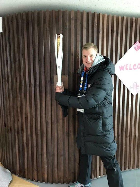 Asmeninio albumo nuotr./Marius Jonelis žiemos olimpinėse žaidynėse padėjo atletams kojų įtvarais.