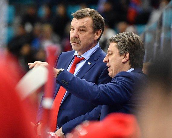 """""""Scanpix"""" nuotr./Rusijos komandos treneris A.Znarokas (kairėje)."""