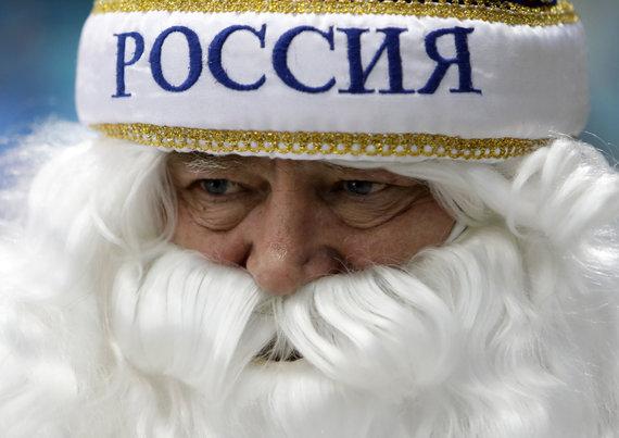 """""""Scanpix"""" nuotr./Rusijos sirgaliai su ledo ritulininkais šventė olimpinį auksą."""