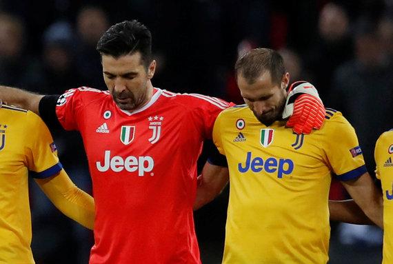 """""""Scanpix"""" nuotr./G.Chiellini ir G.Buffonas su """"Juventus"""" žengė į Čempionų lygos ketvirtfinalį per emocingą vakarą Londone."""