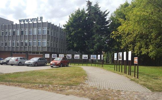 Projekto partnerio nuotr./Paroda adresu Juozapavičiaus pr., šalia 57 nr. pažymėtu VMI pastato