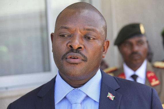 AU UN IST Photo / Ilyas A. Abukar, AMISOM Public Information nuotr./Burundžio prezidentas Pierre'as Nkurunziza, nusižengdamas šalies Konstitucijai, liko trečiai kadencijai. Šis jo žingsnis įplieskė visuotines demonstracijas, kurias valdžia malšina jėga. Daugiau nei 425 tūkst. civilių dėl grėsmės savo gyvybei buvo priversti bėgti iš šalies