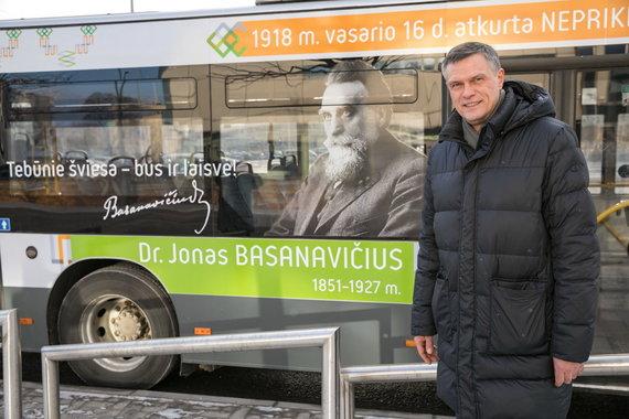 Sauliaus Žiūros nuotr./Signatarų sentencijos papuošė Vilniaus viešąjį transportą