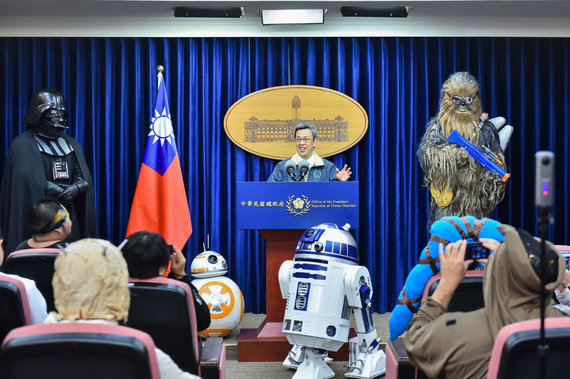 """AFP/""""Scanpix"""" nuotr./Taivano prezidentūra paminėjo """"Žvaigždžių karų"""" dieną"""