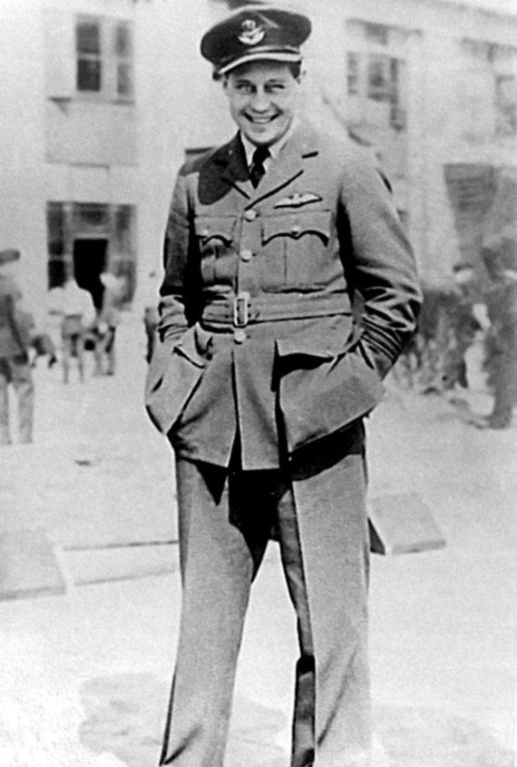 Leidyklos nuotr./Britų Karališkųjų oro pajėgų karininkas Rogeris Bushellis
