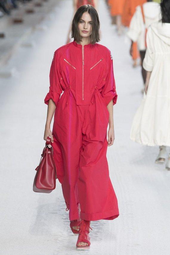 """""""Scanpix""""/""""SIPA"""" nuotr./""""Hermès"""" 2019 m. pavasario ir vasaros kolekcijos modelis"""