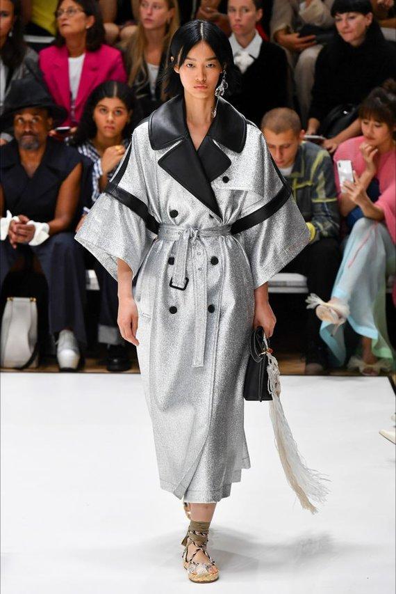 """Vida Press nuotr./""""JW Anderson"""" 2020 m. pavasario ir vasaros kolekcijos modelis"""