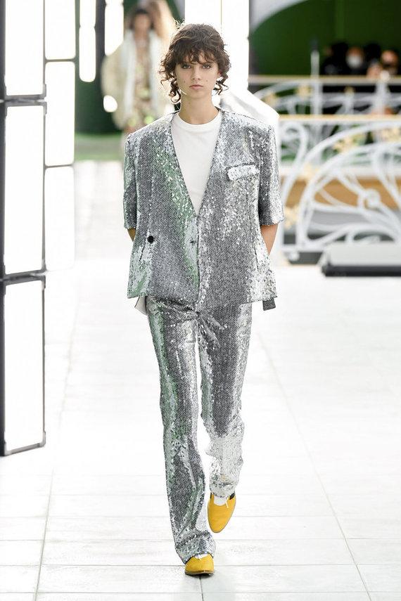 """""""Scanpix""""/""""Zumapress"""" nuotr./""""Louis Vuitton"""" 2021 m. pavasario ir vasaros kolekcijos modelis"""