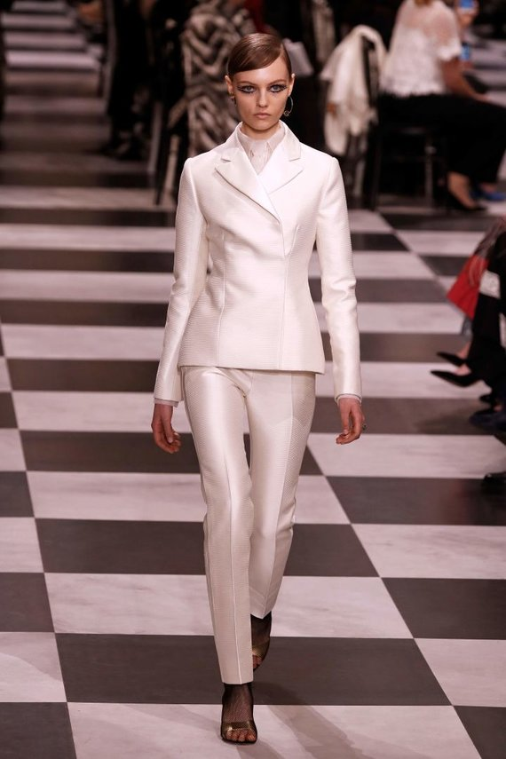 """AFP/""""Scanpix"""" nuotr./""""Christian Dior Haute Couture"""" 2018 m. pavasario ir vasaros kolekcijos modelis"""