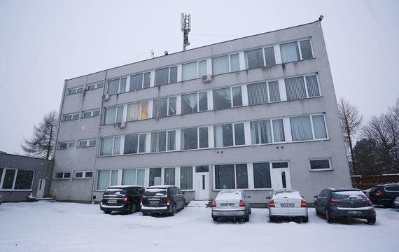 """Aliaus Koroliovo / 15min nuotr./""""Kapinių priežiūros"""" automobilių stovėjimo aikštelė"""