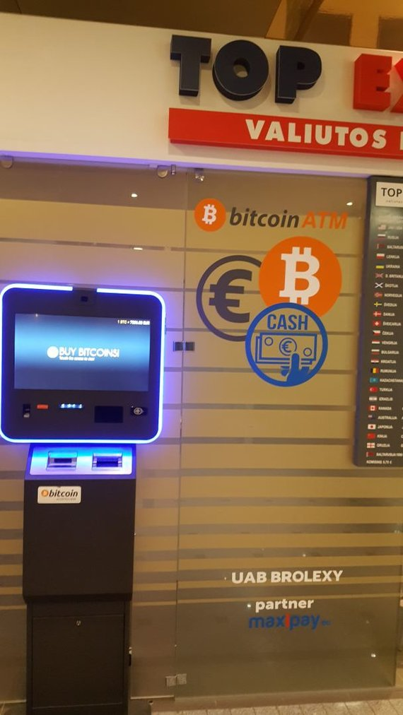 "Ernesto Naprio / 15min nuotr./Bitkoinų bankomatas prekybos centre ""Go9"""