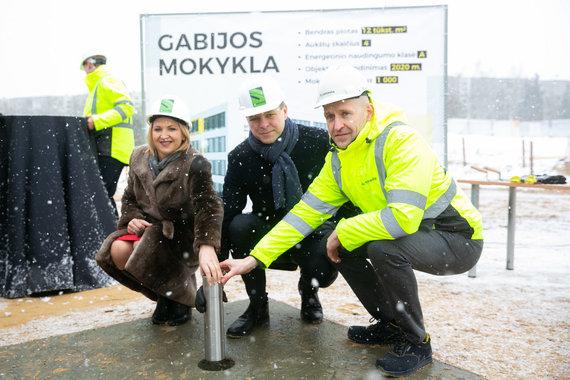 Žygimanto Gedvilos / 15min nuotr./Vilniuje naujos mokyklos statybvietėje įkasta simbolinė kapsulė