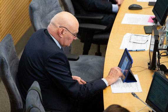 Žygimanto Gedvilos / 15min nuotr./Alfredas Stasys Nausėda Seimo posėdžio metu