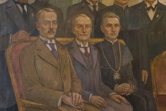 """Žygimanto Gedvilos / 15min nuotr./Jurgio Šaulio (kairėje) atvaizdas paveiksle """"Signatarai"""" Signatarų namuose"""