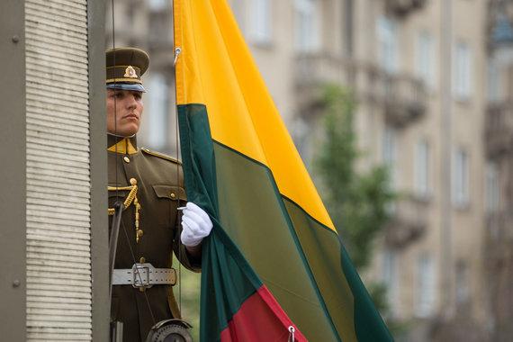 Žygimanto Gedvilos / 15min nuotr./Valstybinės vėliavos pakėlimo ceremonija