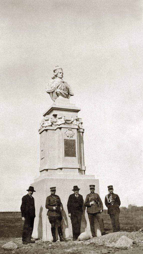 Organizatorių nuotr./Vincas Grybas prie Vytauto Didžiojo paminklo