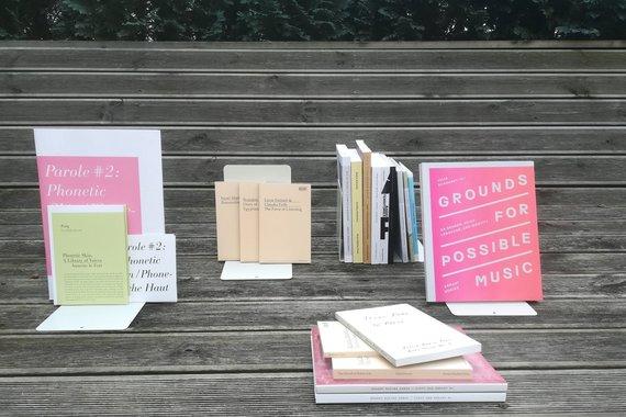 Justinos Zubės nuotr./Brandono LaBelle sudaryta leidinių kolekcija