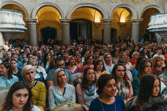 Organizatorių nuotr./Popiežiaus Pranciškaus vizitui Lietuvoje pasiruošę savanoriai