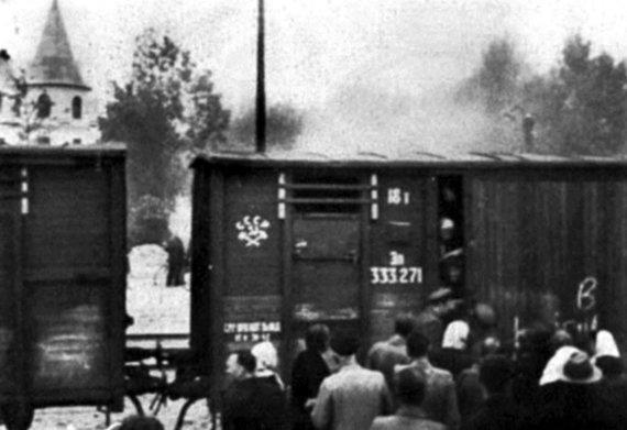 """Leidyklos """"Briedis"""" nuotr./1941 m. birželį, prieš pat įsiplieskiant SSRS ir Vokietijos karui, iš Baltijos šalių gyvuliniais vagonais į tremtį išvežta dešimtys tūkstančių gyventojų"""