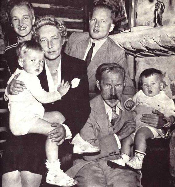 Algimanto Liekio nuotr./Pirmasis Lietuvos Prezidentas Antanas Smetona su sūnaus Juliaus šeima