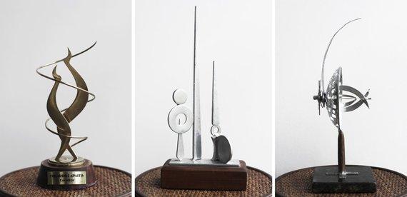 Bertos Tilmantaitės nuotr./Eduardo Lapaičio skulptūrų maketai (iš kairės 1. trečiojo tūkstantmečio link, 2. Begalybės projekcija, 3. trispalvė)