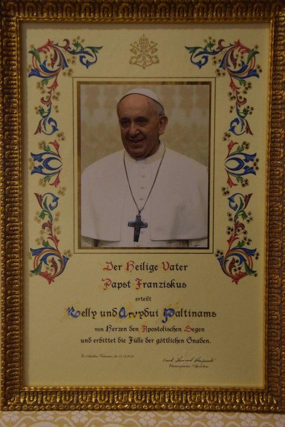 Nelly Paltinienės archyvo nuotr./Popiežiaus Pranciškaus palaiminimas Nelly ir Arvydui Paltinams