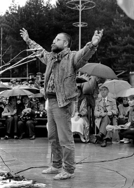 Vytauto Daraškevičiaus nuotr./Prieš 30 metų: susitikimas su Bernardu Brazdžioniu Kalnų parke Vilniuje