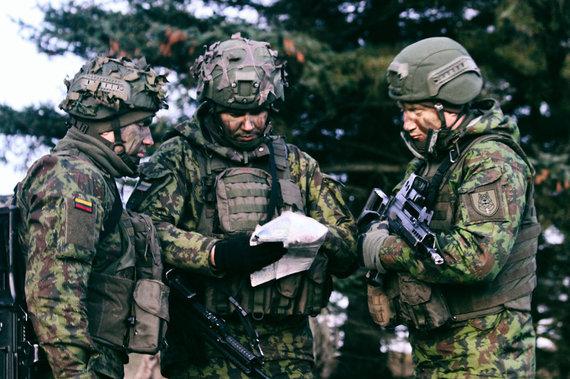 Arno Čemerkos nuotr./LDK Algirdo bataliono kariai ruošiasi budėjimui JK vadovaujamose Jungtinėse ekspedicinėse pajėgose