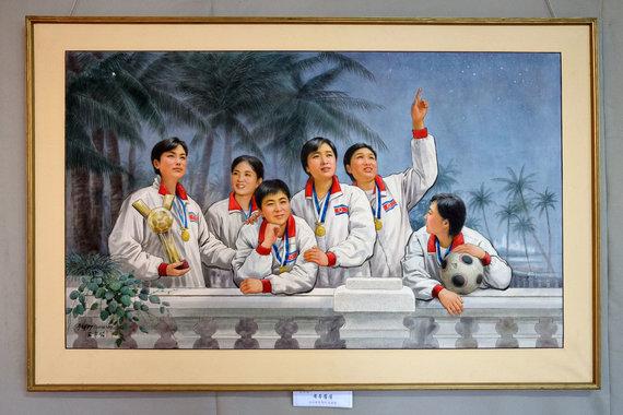 Karolio Žukausko nuotr./Šiaurės Korėjos sportininkai dailininko piešinyje galerijoje