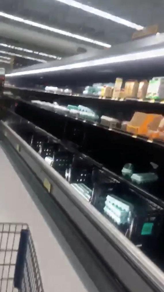 """""""Reuters""""/""""Scanpix"""" nuotr./Tuščios parduotuvės lentynos prieš uraganą Pietų Karolinoje"""