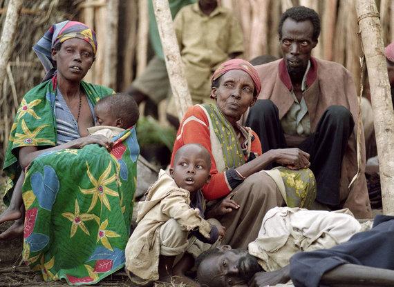 """AFP/""""Scanpix"""" nuotr./Nuo genocido bėgantys tutsiai"""