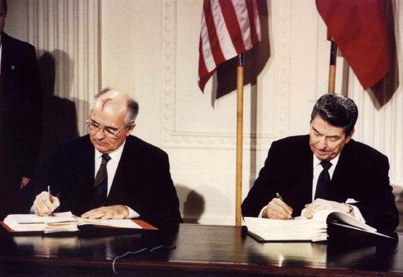 """Reuters""/""Scanpix"" nuotr./Michailas Gorbačiovas ir Ronaldas Reaganas"