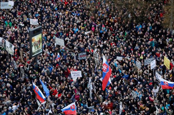 """""""Reuters""""/""""Scanpix"""" nuotr./Protestas Bratislavoje po Jano Kuciako nužudymo"""