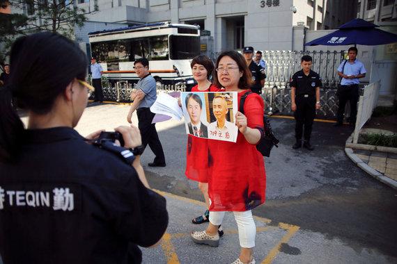 """""""Reuters""""/""""Scanpix"""" nuotr./Protestuojančios kinų advokatų žmonos"""